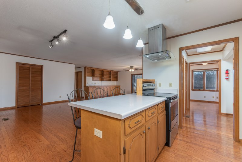 005-Kitchen-to-Great-Rm