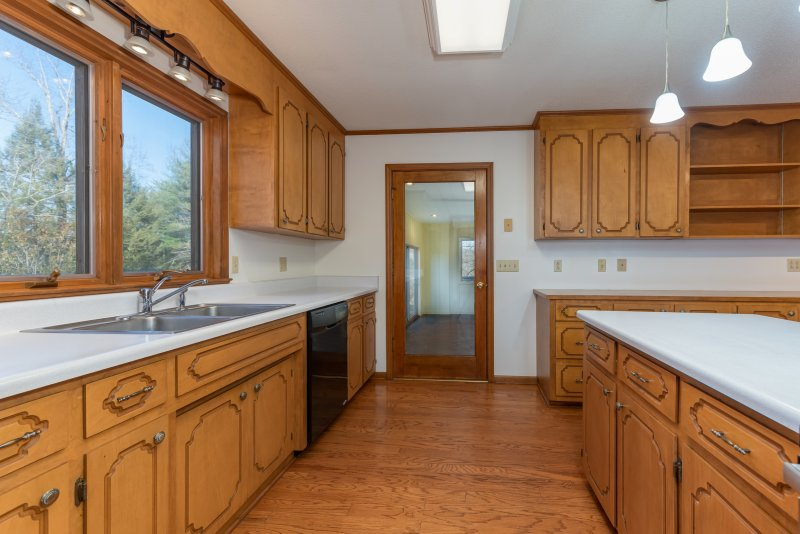 009-Kitchen-to-Family-Room