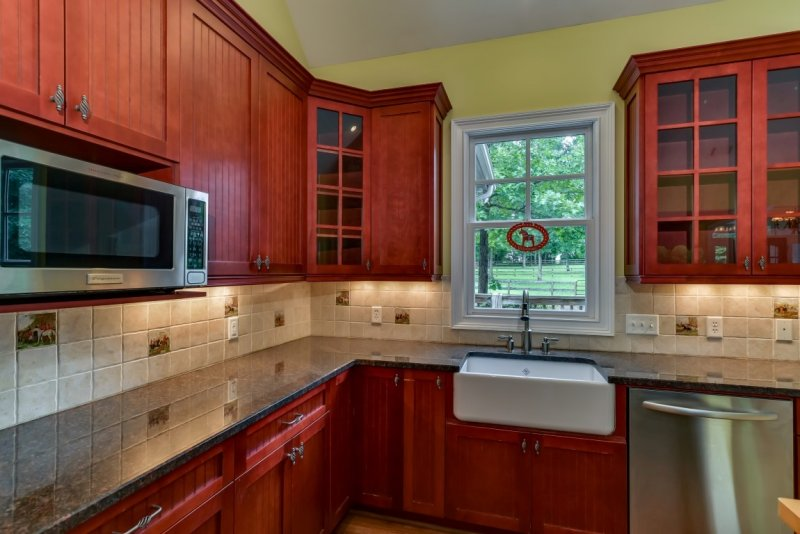 Kitchen Granite Counters (Medium)
