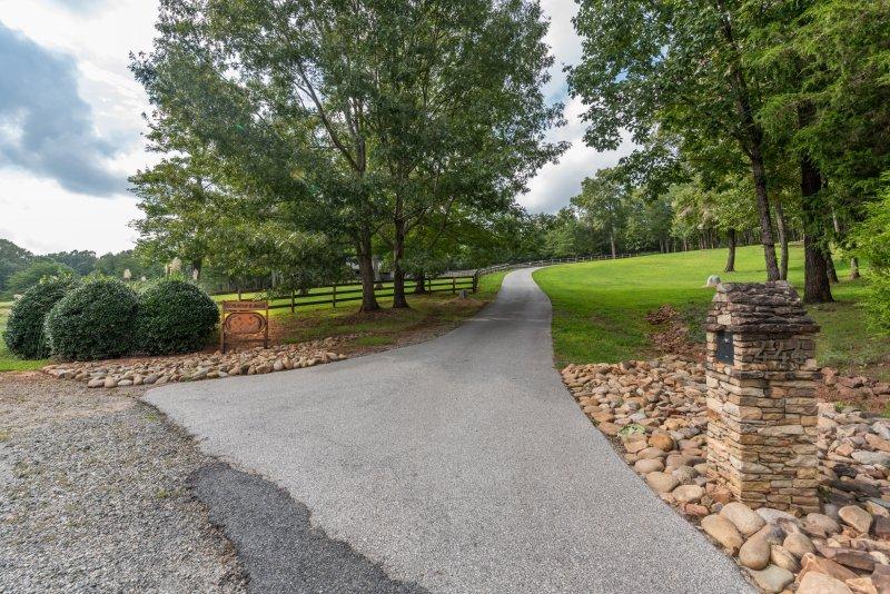 Entrance-to-Farm