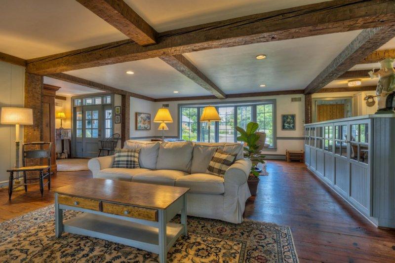 16-MH-Wood-Floors-Beam-Ceilings