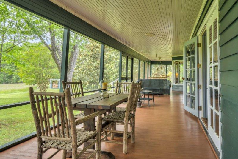 18B-MH-Back-Porch-Dining
