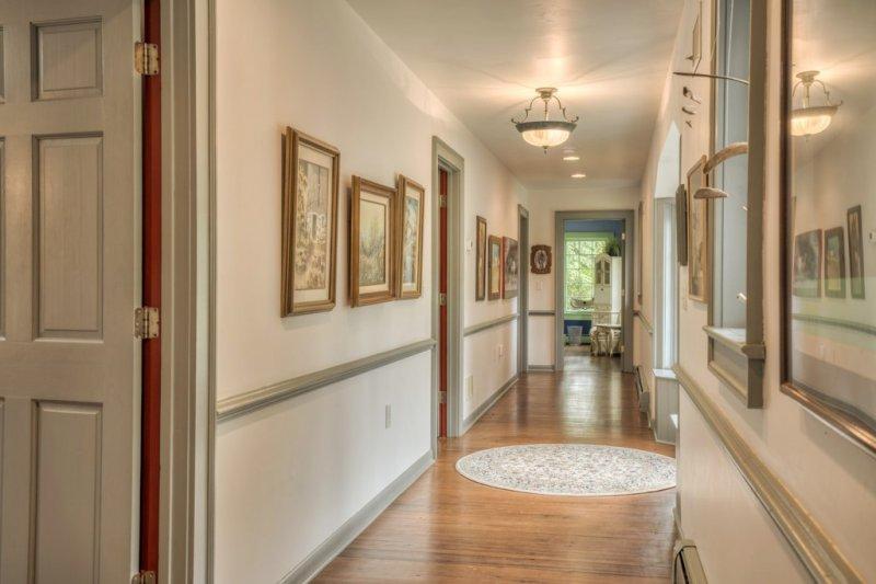 24-MH-Bedroom-Hallway