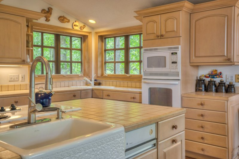 35-SW-Bright-Sunny-Kitchen
