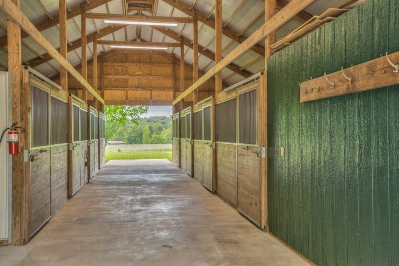 45-Barn-8-Stalls
