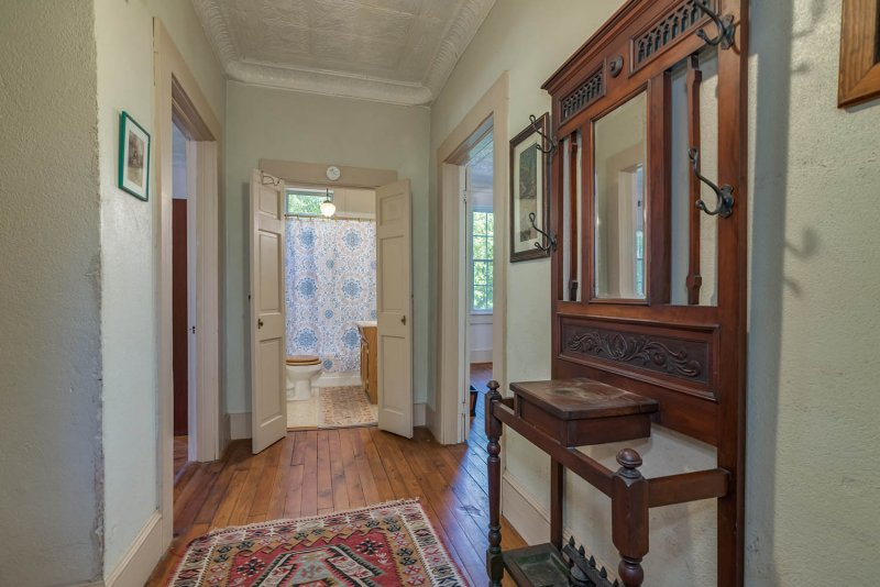 Upstairs-Hall