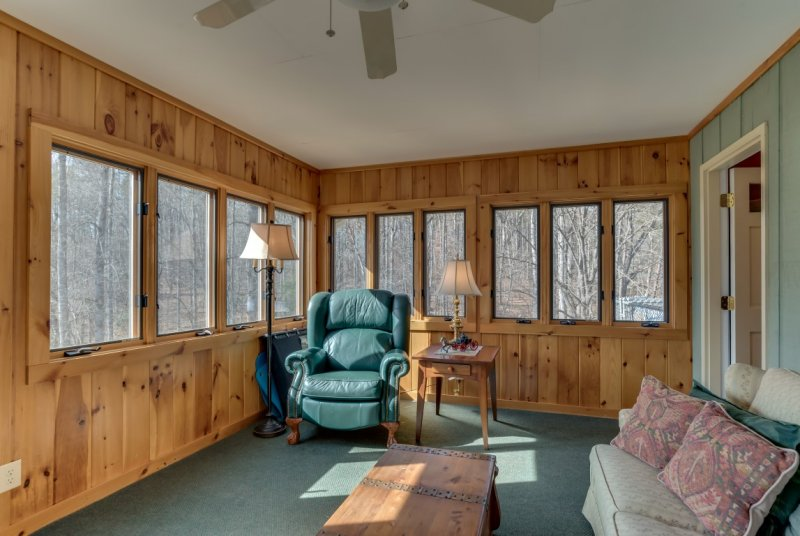 Sunroom (Medium)