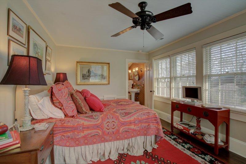 Guest-Suite-Bedroom