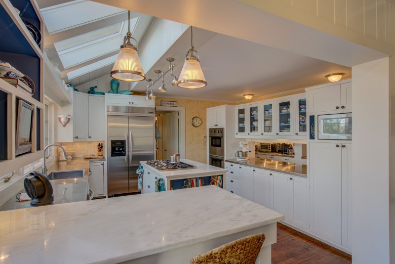 Kitchen-Glass-Cabinetry