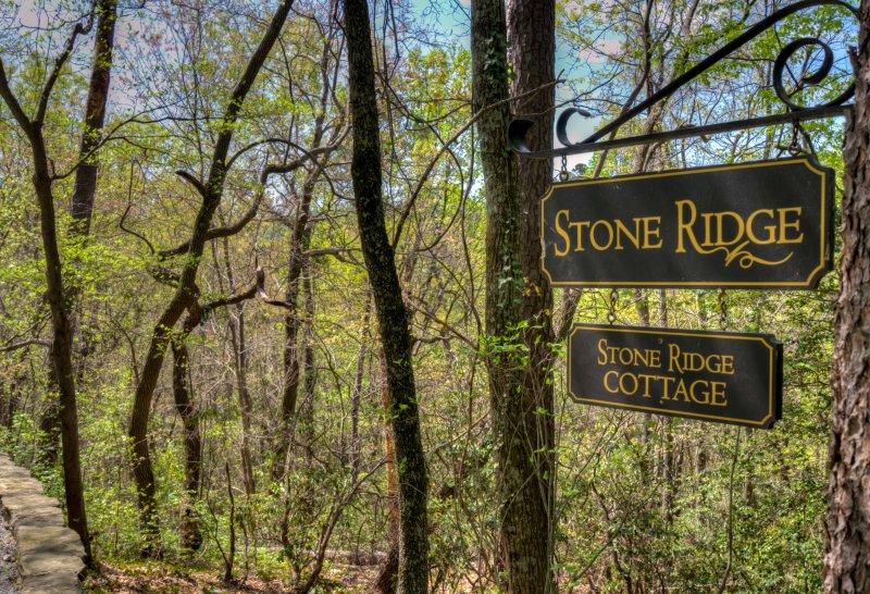 Stone-Ridge-Sign