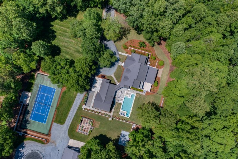 04-Drone-View-of-House-Guest-Wing-Tennis-Court