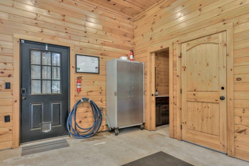 Barn-Apt-Entry-and-bath